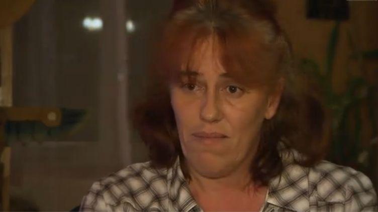 """Capture d'écran de l'émission """"Sept à huit"""" de TF1, diffusée le 3 novembre 2013. La mère de l'enfant retrouvé dans un coffre témoigne. (TF1 / FRANCETV INFO)"""