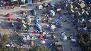 """Vue aérienne du camp de migrants de la """"jungle"""" à Calais (Nord), le 7 septembre 2016. (CHARLES PLATIAU / REUTERS)"""
