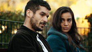 """Soufiane Guerrab et Souheila Yacoub dans """"De bas étage"""" deYassine Qnia (2021). (SHANNA BESSON / LE PACTE)"""