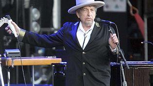 Bob Dylan le 22 juillet 2012 en concert au festival breton des Vieilles Charrues, à Carhaix (France). (DAVID VINCENT/ AP/ SIPA / AP)