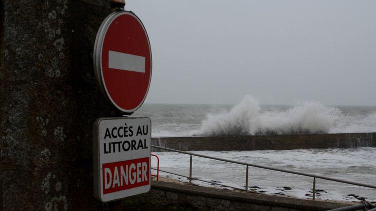 La tempête Eleanor à Batz-sur-Meri (Loire-Atlantique), le 3 janvier 2018. (QUENTIN TRIGODET / CROWDSPARK / AFP)