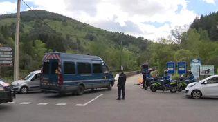 280 gendarmes quadrillent le secteur du mont Aigoual (Gard), mercredi 12 mai, après le double homicide de la scierie des Plantiers et la fuite du tireur présumé. (France 3 Occitanie)