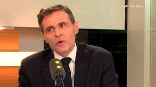 """Matthieu Aron, le directeur-adjoint de la rédaction de """"L'Obs"""", était l'invité de franceinfo jeudi 5 avril. (FRANCEINFO)"""