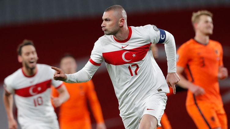 Burak Yilmaz, auteur d'un triplé avec la Turquie contre les Pays-Bas, exulte après avoir mené les siens à la victoire (4-2) à l'occasion de la 1re journée des éliminatoires pour la Coupe du monde 2022, mercredi 24 mars 2021. (MURAD SEZER / POOL)