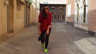 """Une des jeunes femmes de la vidéo """"Happy"""" We Are Tehran.  (saisie écran)"""