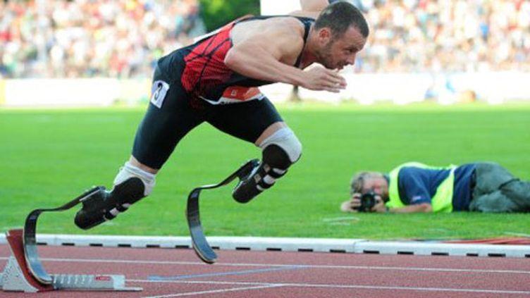 Le Sud-Africain Oscar Pistorius avec ses lames en guise de jambes