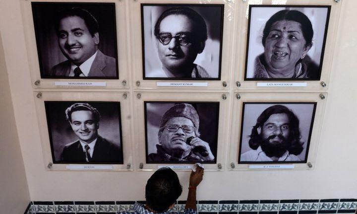 Photos de musiciens et chanteurs de légende, à Mumbai (janvier 2014)  (INDRANIL MUKHERJEE / AFP)