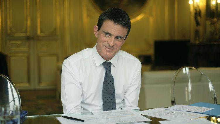 Manuel Valls, encore Premier ministre, dans son bureau de Matignon à Paris, le 26 novembre 2016. (ERIC DESSONS / JDD / SIPA)