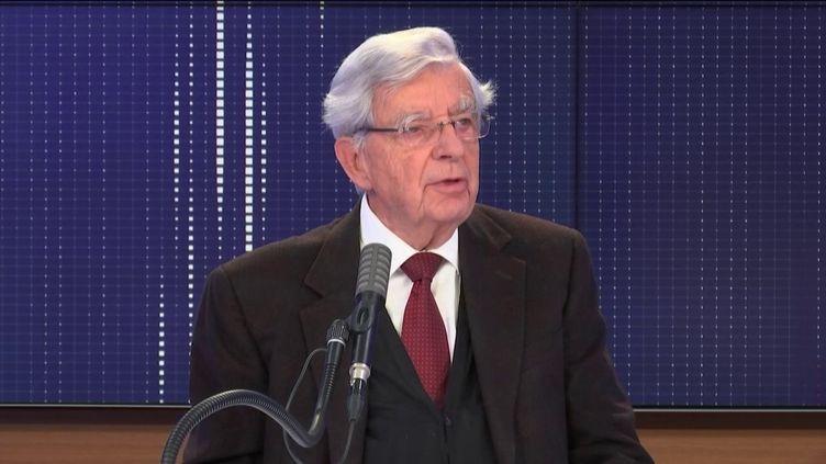 """Jean-Pierre Chevènement,ancien ministre et président de la Fondation Res Publica, était l'invité du """"8h30 franceinfo"""", dimanche 4 octobre 2020. (FRANCEINFO / RADIOFRANCE)"""
