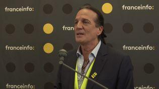 Francis Lalanne, tête de la liste Alliance jaune pour les élections européennes, lors de la matinée de débats organisée par franceinfo à la Maison de la Radio, jeudi 23 mai. (FRANCEINFO / RADIO FRANCE)