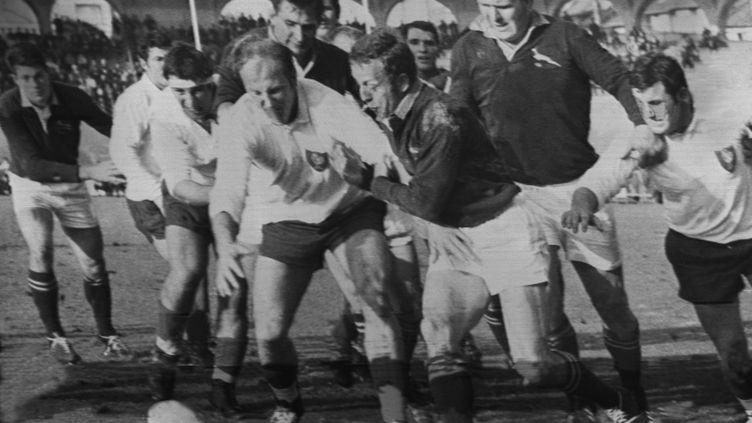 Elie Cester, à gauche, face aux Springboks en 1968 à Bordeaux (AFP)