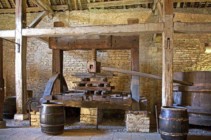 Le vieux pressoir en bois de l'Hotel des Ducs de Bourgogne, au Musée du vin de Beaune. (PHILIPPE ROY / PHILIPPE ROY)