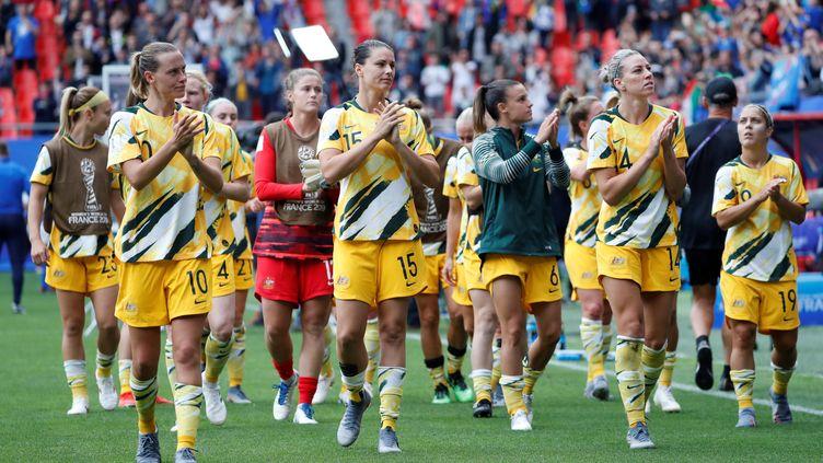 Les Australiennes lors du match contre l'Italie à Valenciennes (Nord), le 9 juin 2019. (BERNADETT SZABO / REUTERS)