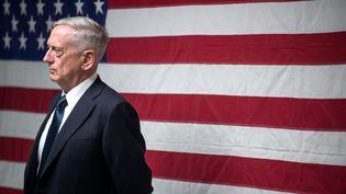 Le secrétaire américain à la Défense, James Mattis, lors d'une rencontre avec des militaires américains à Kandahar (Afghanistan), le 28 septembre 2017. (JETTE CARR / DOD / AFP)