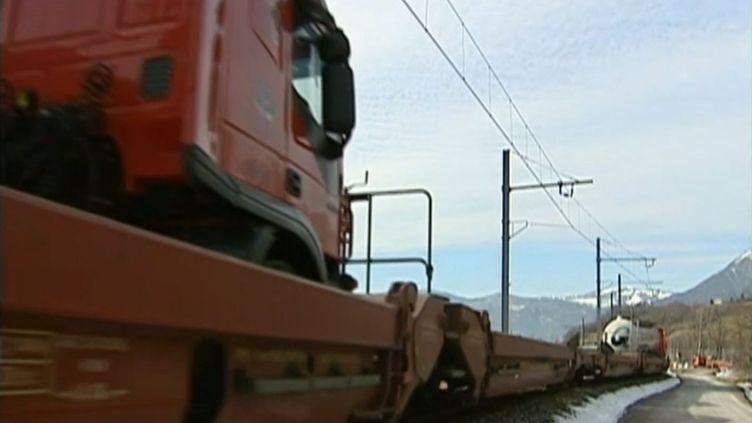 Le fret ferroviaire ne représentait que 10% du transport de marchandises en France en 2012. ( FRANCE 2 / FRANCETV INFO)