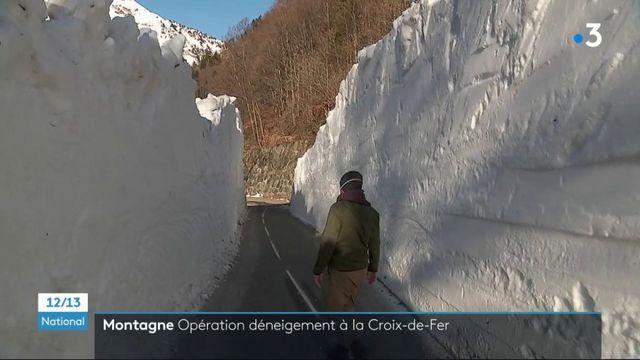 Montagne : au cœur d'une opération de déneigement sur la route du col de la Croix-de-Fer