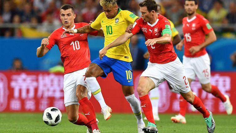 Neymar lors du match face à la Suisse (JOE KLAMAR / AFP)