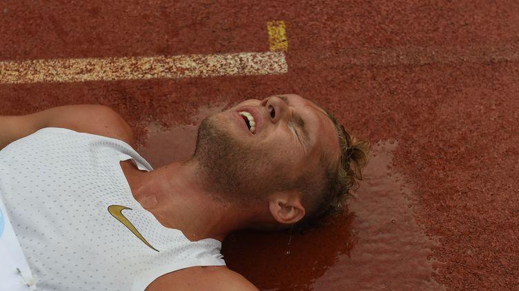 Kevin Mayer rincé mais heureux (NICOLAS TUCAT / AFP)