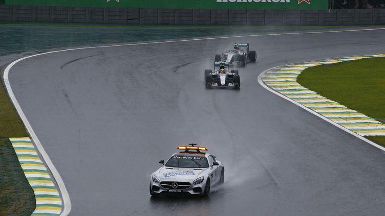 La pluie s'abat sur le tracé du Grand Prix du Brésil. (FREDERIC LE FLOC H / DPPI MEDIA)