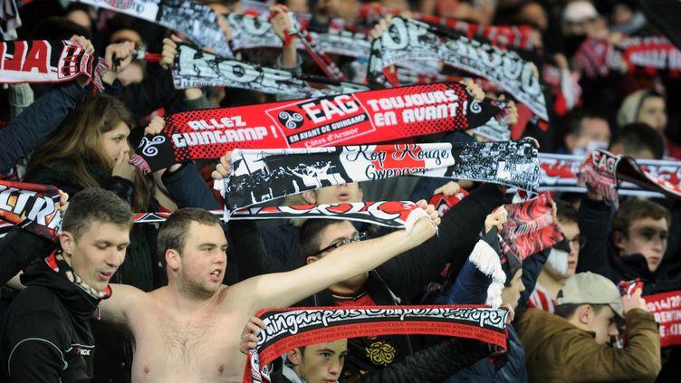 Les supporters de Guingamp pourront dès 2017 devenir actionnaires du club. Une première en France. (FRED TANNEAU / AFP)