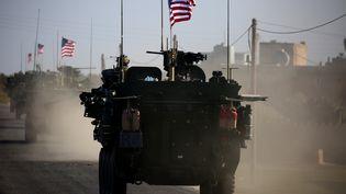 Des troupes américaines circulent près du village de Yalanli, dans le nord de la Syrie, le 5 mars 2017. (DELIL SOULEIMAN / AFP)