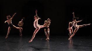 """Les danseurs du ballet Preljocaj lors des répétitions de la création """"Deleuze / Hendrix"""", le 4 juillet 2021 au festival Montpellier Danse. (SYLVAIN THOMAS / AFP)"""