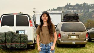 """La réalisatrice américaine Chloé Zhao à Pasadena (Californie, Etats-Unis), pour la première en mode drive-in de son film """"Nomadland"""", Lion d'or à la Mostra de Venise, le 11 septembre 2020. (AMY SUSSMAN / GETTY IMAGES NORTH AMERICA)"""
