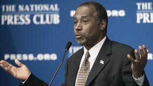 Le candidat à l'investiture républicaine pour la présidentielle américaine, Ben Carson, le 9 octobre 2015 devant leNational Press Club à Washington (Etats-Unis). (PAUL J. RICHARDS / AFP)