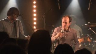 Les autistes d'un centre pour adultes de région parisienne enchaînent les succès en concert grâce à leur groupe de musique. (FRANCE 3)