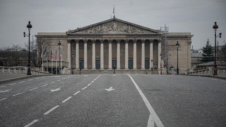 L'Assemblée nationale durant le confinement lié à la pandémie de coronavirus, le 18 mars 2020 à Paris. (PHILIPPE LOPEZ / AFP)