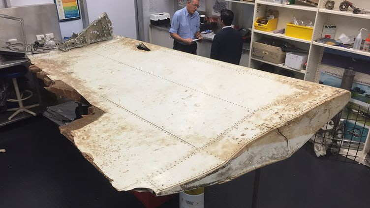 Cette image de l'Australian Transport Safety Board (ATSB) montrele débris du MH370 découvert en Tanzanie. (HANDOUT / ATSB / AFP)