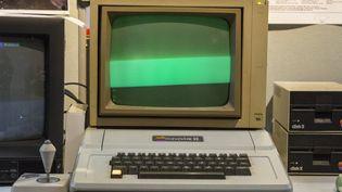 Un micro-ordinateur Apple II de 1977. (OMER MESSINGER / EPA)