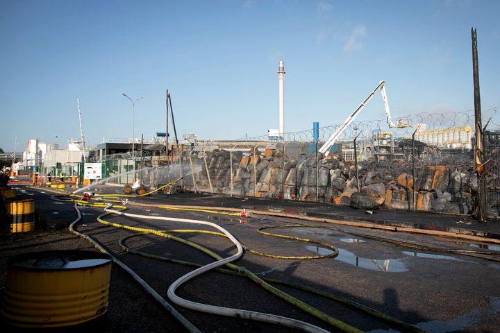 L'usine Lubrizol de Rouen le 27 septembre 2019, après l'incendie. (LOU BENOIST / AFP)