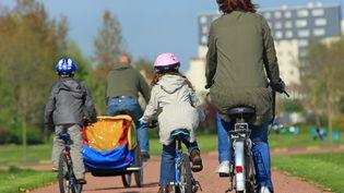 Le casque pour les moins de 12 ans en vélo, il était recommandé, il devient obligatoire à partir de mercredi 22 mars. (MAXPPP)