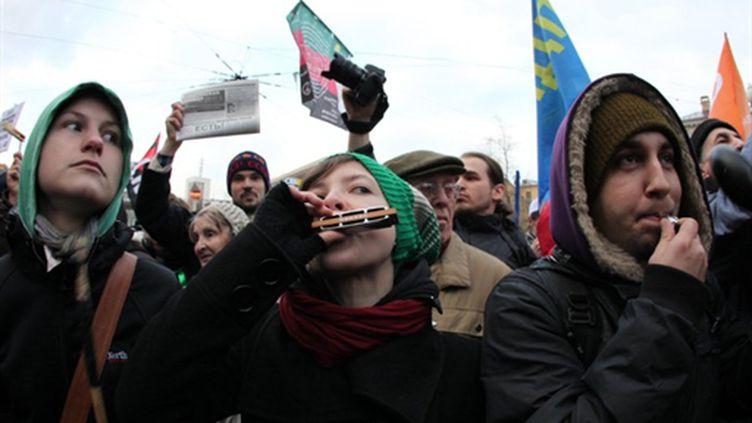 manifestant à Moscou pour l'arrêt des violences, le 14/11/2010 (AFP/Alexey Sazonov)