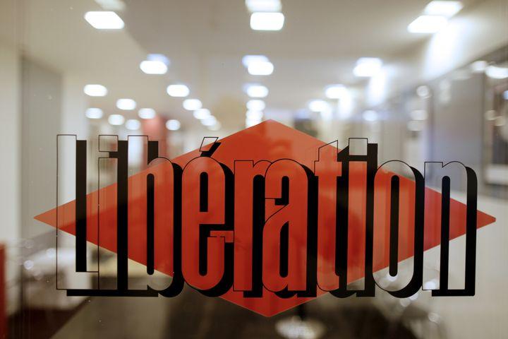 """Vue de l'entrée des locaux de """"Libération"""", le 20 février 2014. (KENZO TRIBOUILLARD / AFP)"""