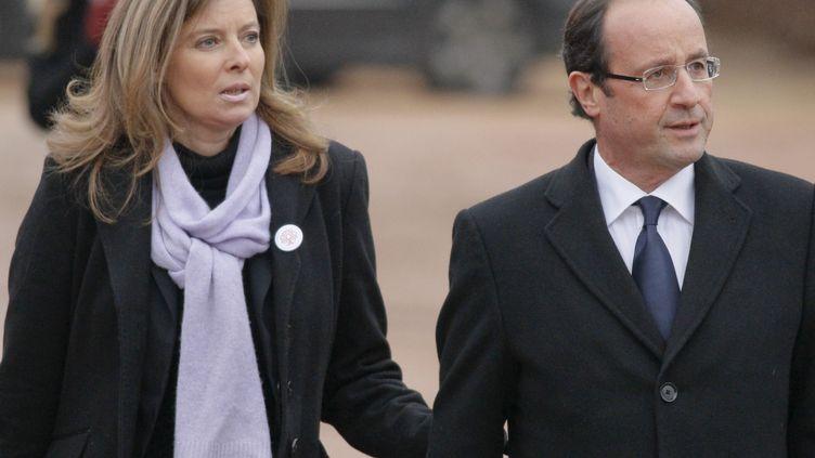Valérie Trierweiler et François Hollande lors des funérailles de Danielle Mitterrand à Cluny (Saône-et-Loire) le 26 novembre 2011. (ROBERT PRATTA / REUTERS)