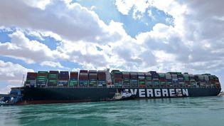 L'Ever Given bloque toujours le canal de Suez ( 26 mars 2021). (- / AFP)