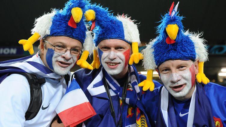 Trois supporters de l'équipe de France avant la finale du Mondial 2011 qui opposait les Bleus aux All Blacks, à Auckland (Nouvelle-Zélande), le 23 octobre 2011. (WILLIAM WEST / AFP)