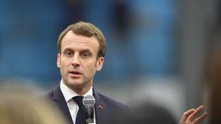 Le président de la République, Emmanuel Macron, lors d'un débat à Pessac (Gironde), le 28 février 2019. (NICOLAS TUCAT / AFP)