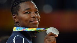 La judokate française Audrey Tcheuméo reçoit la médaille d'argent (en moins de 78 kg) aux Jeux olympiques de Rio (Brésil), le 11 août 2016. (TOSHIFUMI KITAMURA / AFP)
