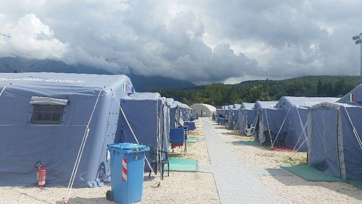 Selon la Protection civile, 3.027 personnes sont toujours assistées après le tremblement de terre, dont 2.500 vivent encore sous des tentes.  (RADIO FRANCE / MATHILDE IMBERTY)