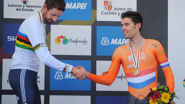 Tom Dumoulin sert la main de Bradley Wiggins lors des championnats du monde 2014, après l'épreuve de contre-la-montre (DE WAELE TIM / TDWSPORT SARL)
