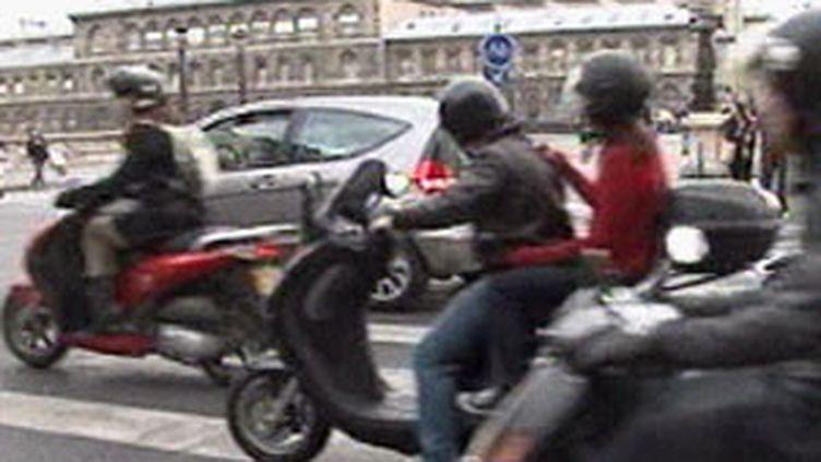 """La Prévention routière lance sa campagne """"Mortel Scooter"""" en direction des jeunes. (F2)"""