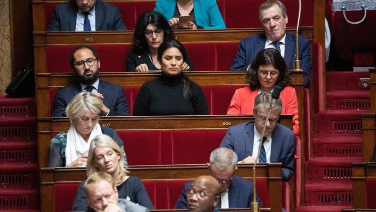 Les députés LREM Guillaume Chiche et Sonia Krimi (au centre) à l'Assemblée nationale. (CHRISTOPHE MORIN / MAXPPP)