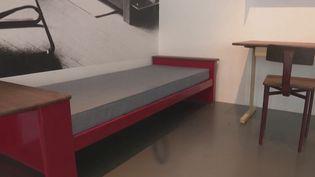 Samedi 13 février, aura lieu une vente aux enchères de meubles créés par une icône du design, Jean Prouvé, à Nancy (Meurthe-et-Moselle). (CAPTURE ECRAN FRANCE 3)