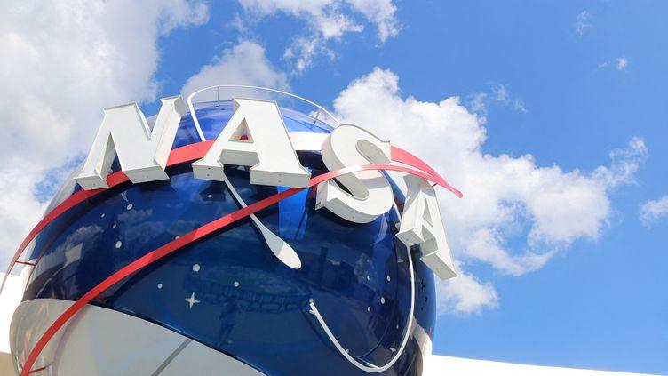 Le logo de la Nasa au Kennedy Space Center à Cap Canaveral en Floride, le 26 septembre 2020. (BENJAMIN FONTAINE / FRANCE-BLEU ARMORIQUE)