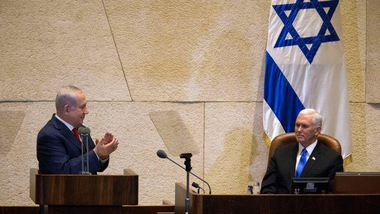 Benyamin Nétanyahou et Mike Pence, à la tribune de laKnesset, à Jérusalem (Israël), le 22 janvier 2018. (REUTERS)