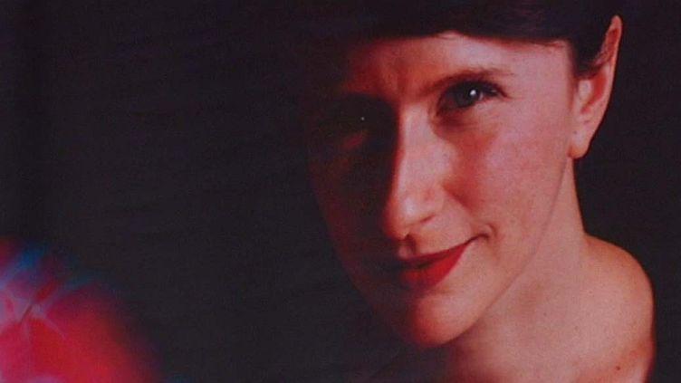 """L'exposition """"Visages d'une poésie vivante"""" présente au Polaris de Corbas les portraits de poètes contemporains commeSamantha Barendson  (Tanguy Guézo /Capture d'écran)"""