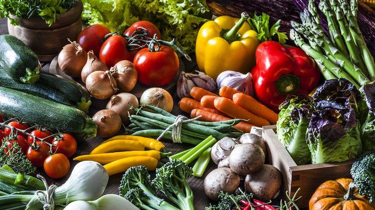 Légumes bio fraîchementrécoltés. (Illustration) (FCAFOTODIGITAL / E+ / GETTY IMAGES)